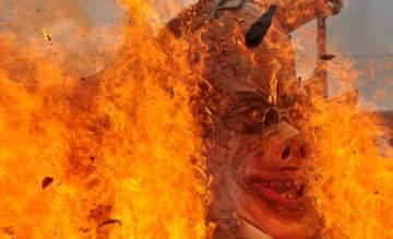 Protesters burn Aquino's effigy. KR Guda